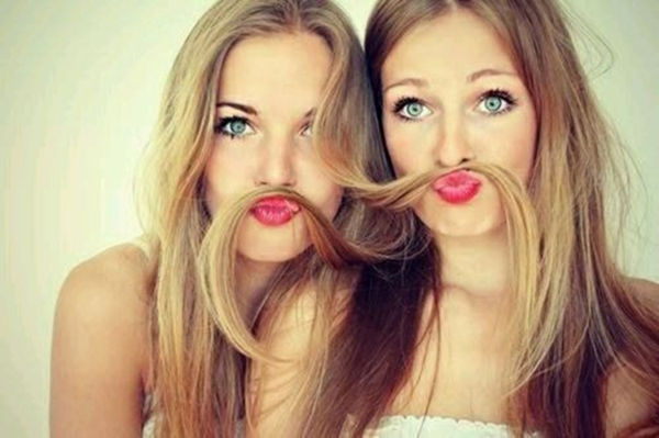 cute-selfie-poses-for-girls-to-look-super-awesome